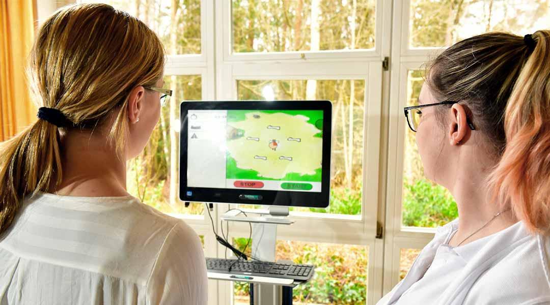 Ergotherapie Closeup Monitor zwei Frauen