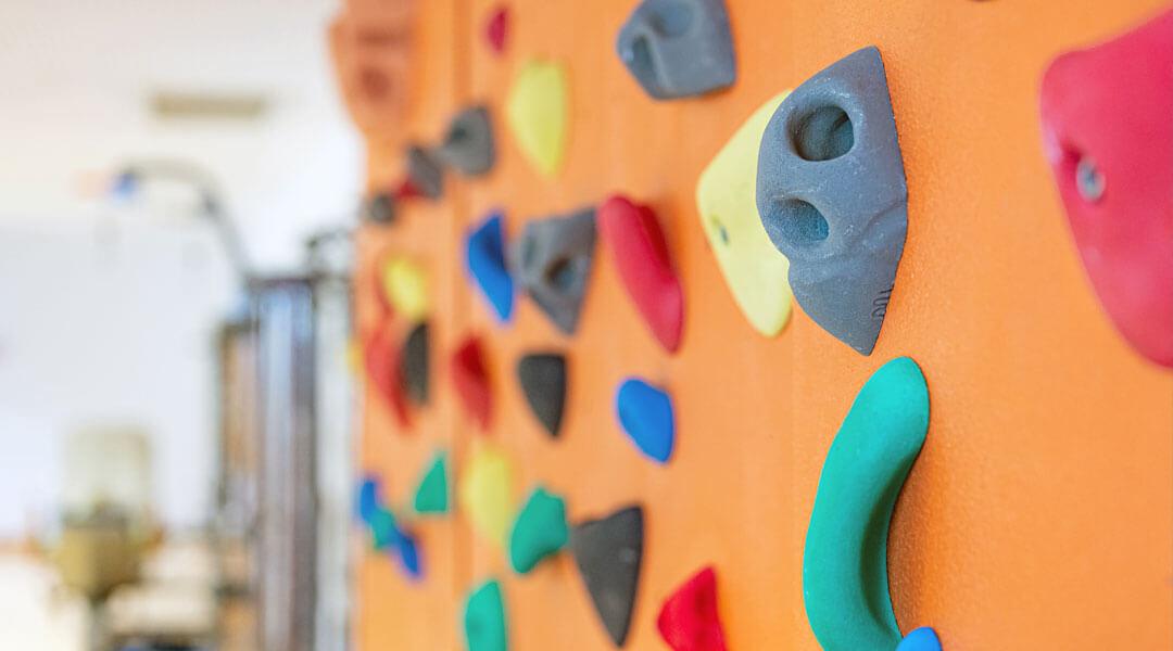 Sporttherapie Kletterwand