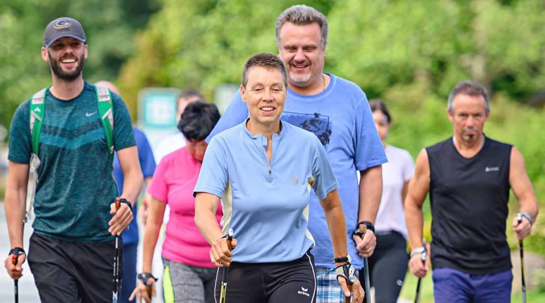 Sporttherapie Gruppentraining Nordic Walking