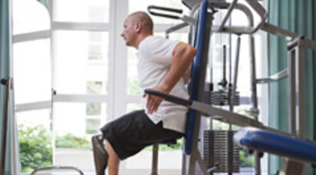 Sporttherapie individuelles Training im Fitnessstudio