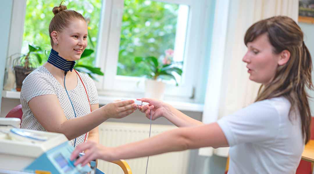 Behandlung von Schmerzzuständen mit einer Halsmanschette