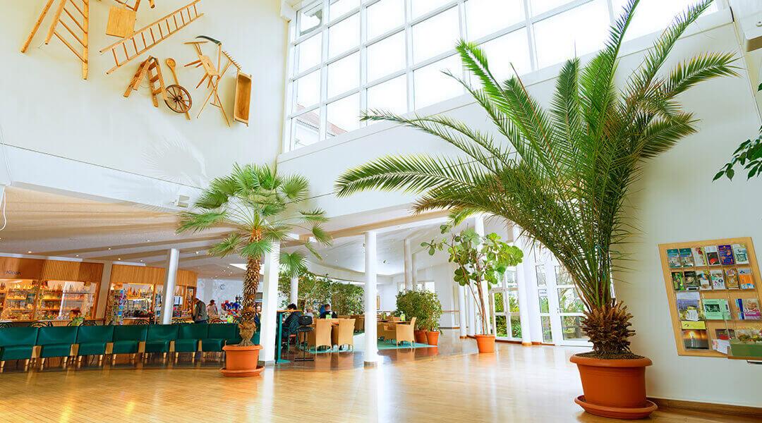 Das Foyer der Moritz Rehaklinik in Bad Klosterlausnitz in Thüringen